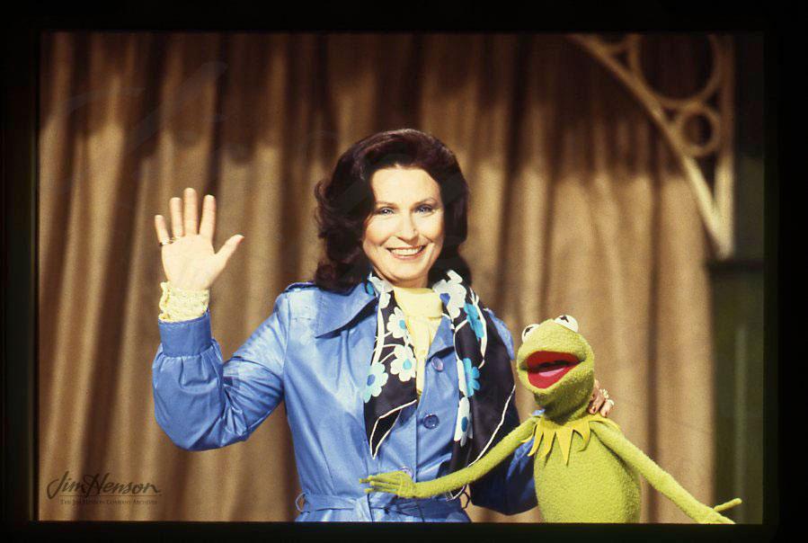 441978 � �muppet show � loretta lynn� jim hensons red
